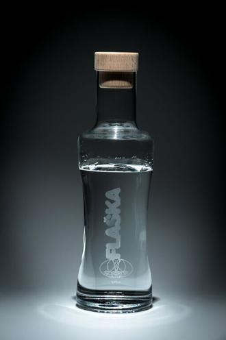 Risultati immagini per flaska vodan 1 lt